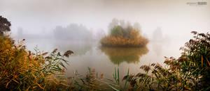Misty autumn morning on the lake Kenderfold