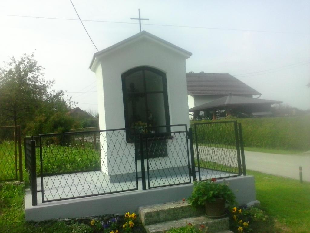 Chapel in Gornji Prnjarovec 26 by PoKeMoNosterfanZG