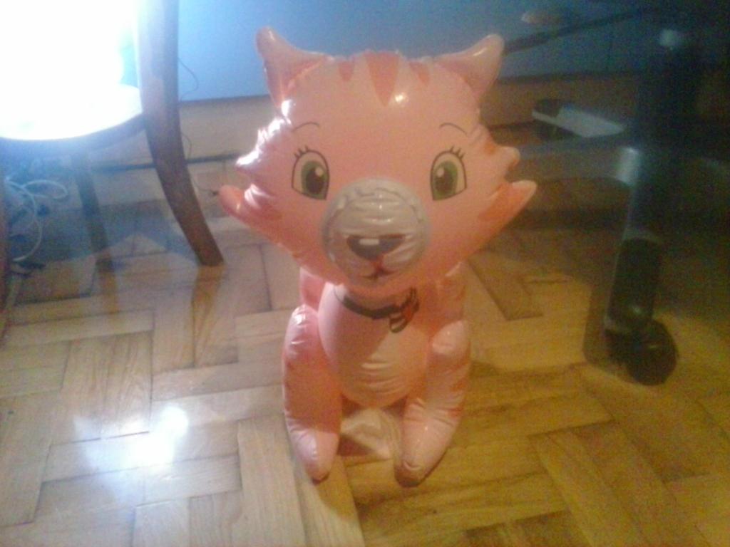 My Inflatable Custard Cat Toy 45 by PoKeMoNosterfanZG