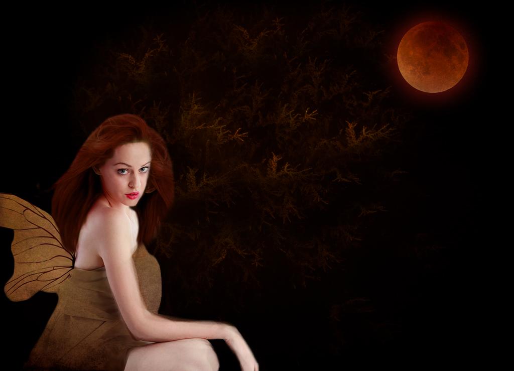 Blood Moon Goddess by 3punkins