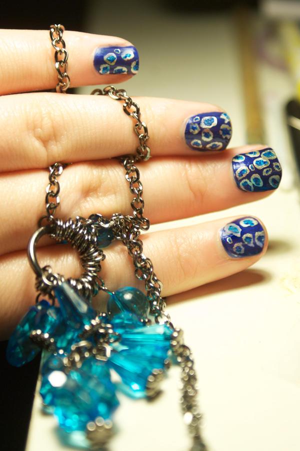 Nail arts Blue_spot_nails_by_katiealves-d3gelrt
