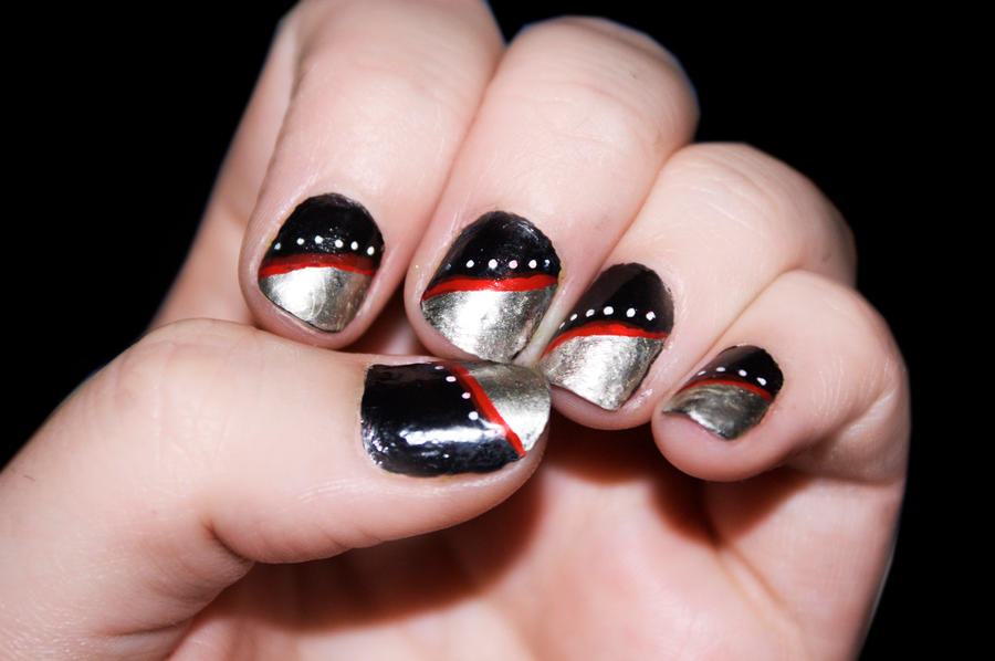 Nail arts What__s_red__black_and_silver__by_katiealves-d469fc9