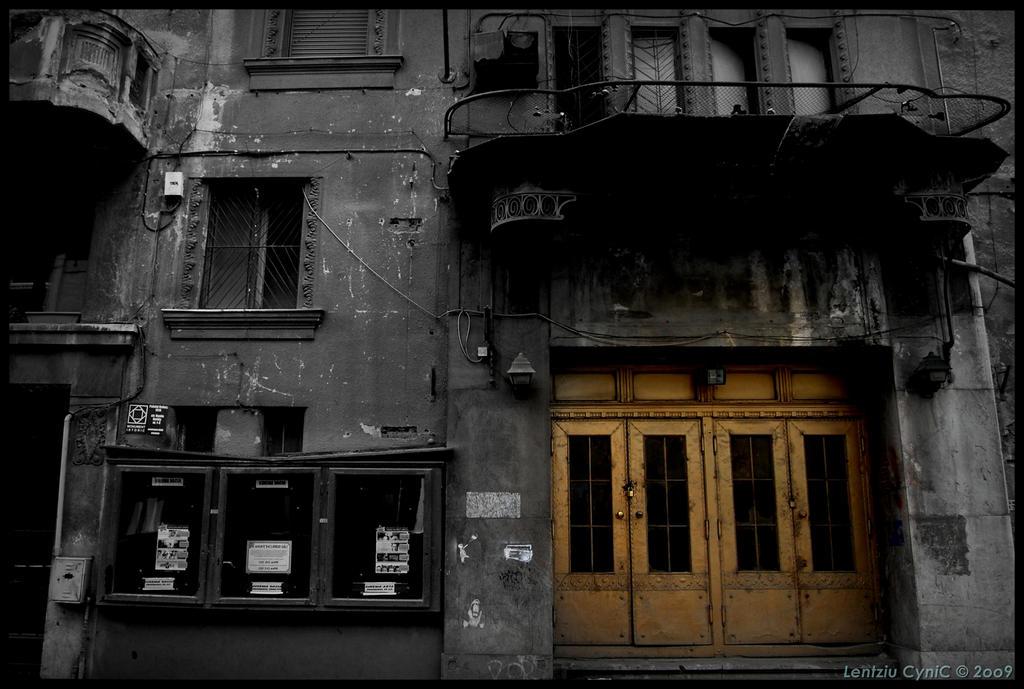 Old Cinema by Lentziu