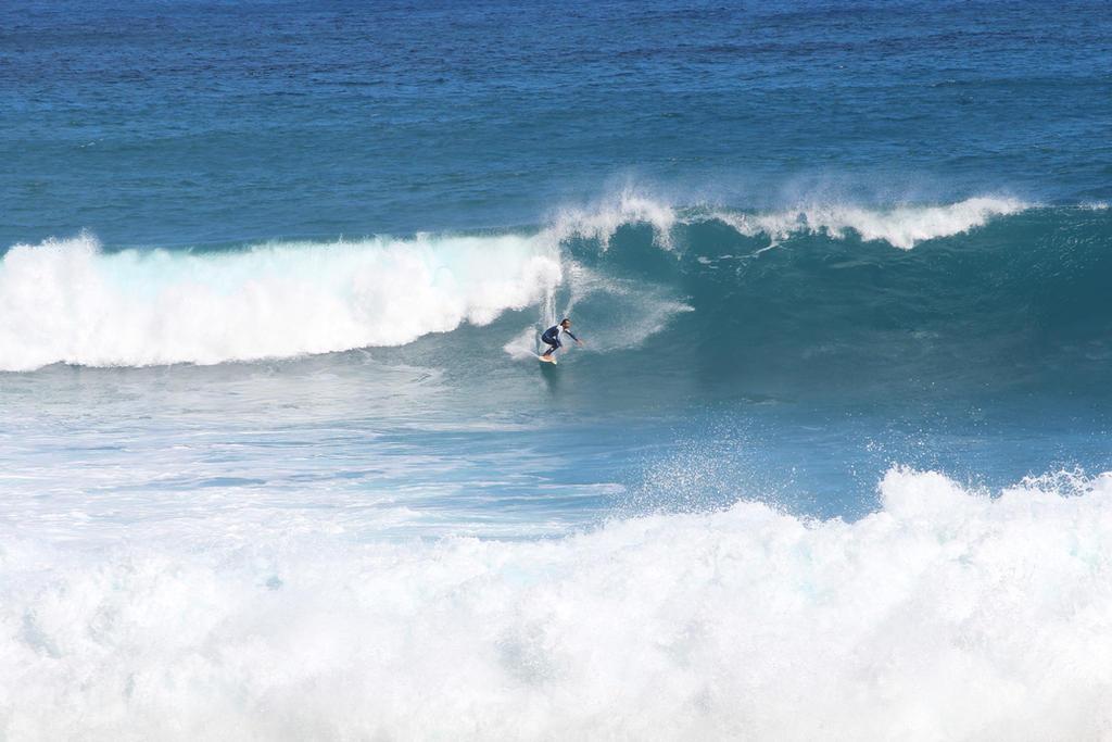 The Surfer by dreieinhalb