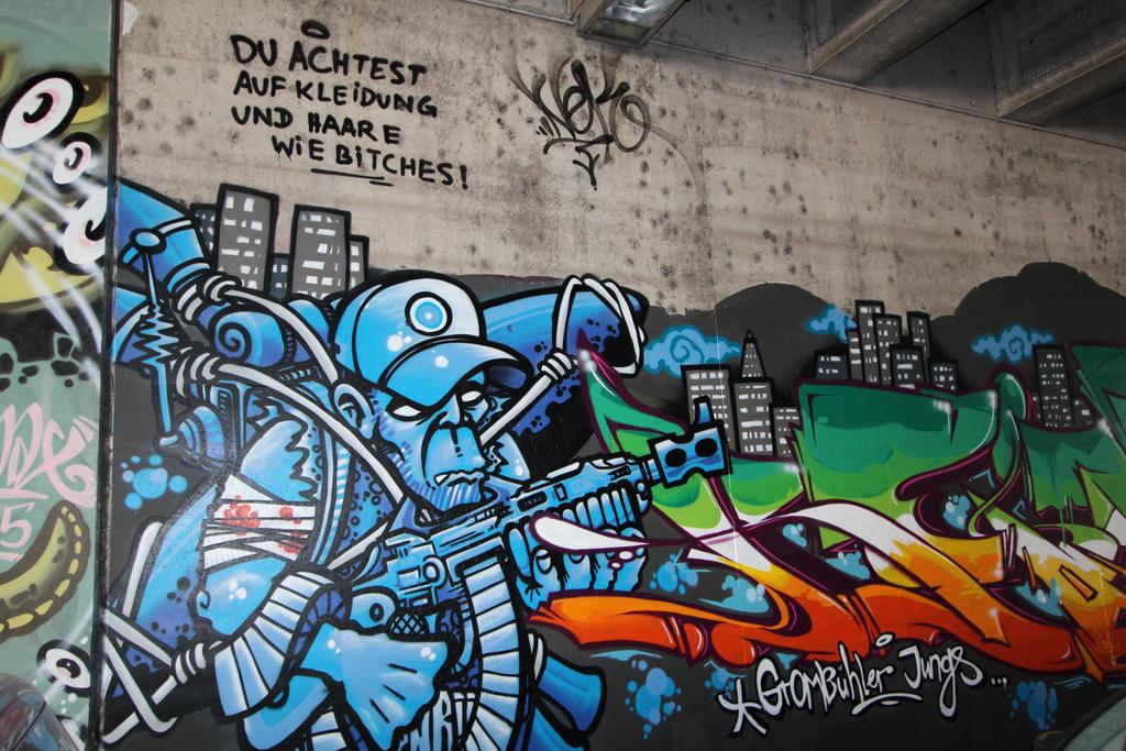Streetart in Wuerzburg VI by dreieinhalb