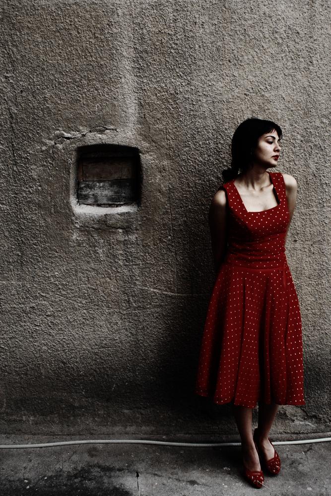 Window-estrange oneself by nonconformyst