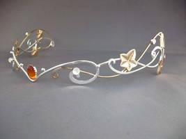 Ivy in a bridal headpiece by ElnaraNiall