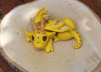 Yellow baby dragon sculpture by RaLaJessR