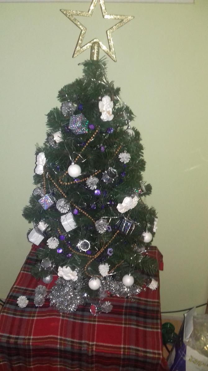Christmas tree II by miawell1990