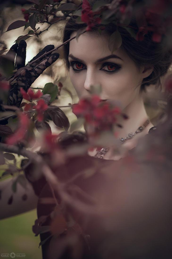 In Bloom by Alice ~MightyRaccoon~ Spiegel by LetzteSchatten-stock