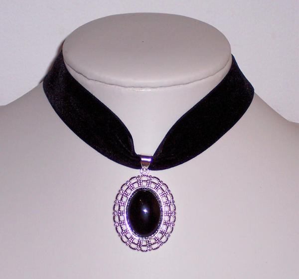 Cameo choker by Lincey
