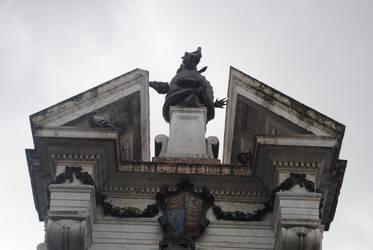 Statue V