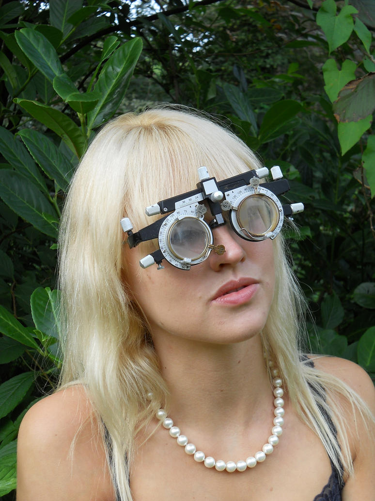 Model in disguise with trial frame and lenses by Lentilux ...