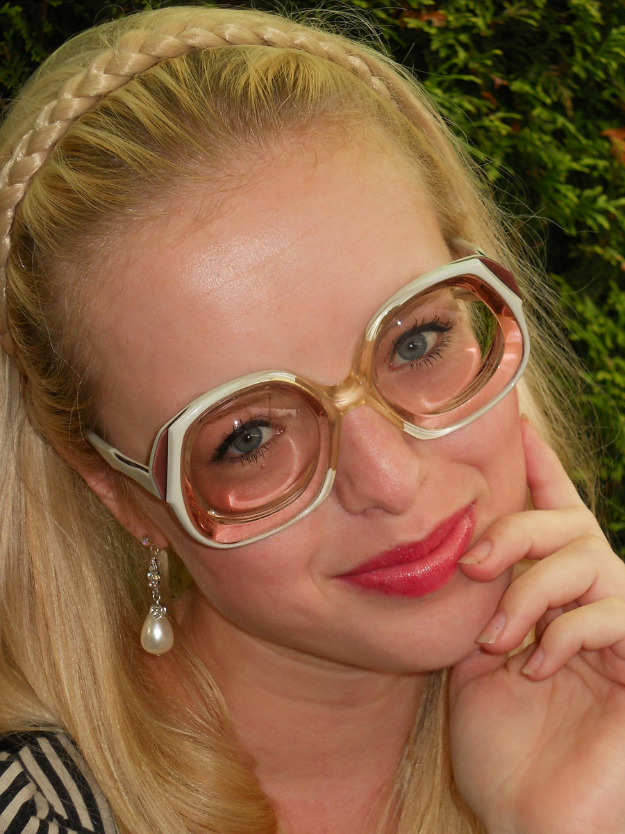 Beauty in chic myodisc glasses by Lentilux on DeviantArt