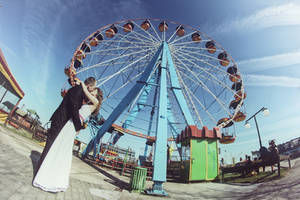 Ferris Wheel by PhotoYoung