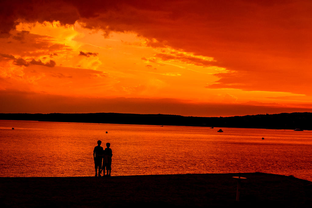 Sunset near the lake.... by kereszteslp
