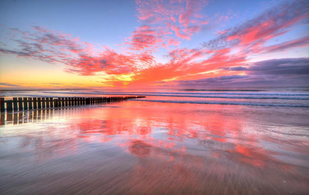 Torquay Sunrise by DanielleMiner