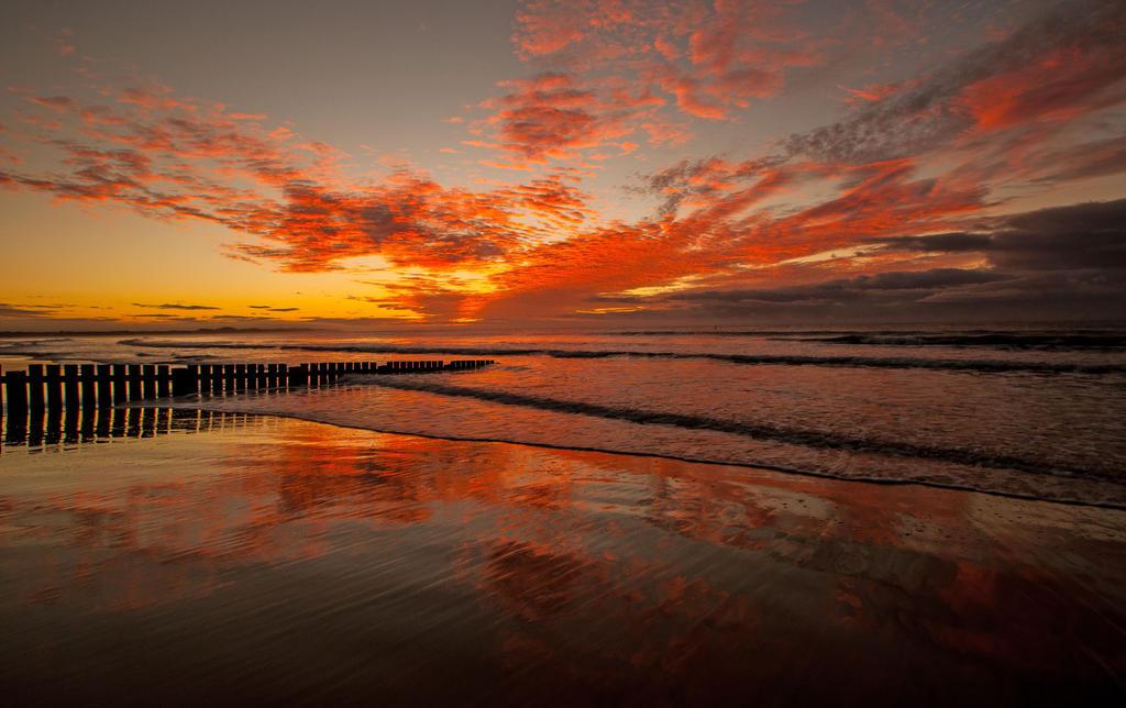 Torquay Sunrise 3 by DanielleMiner