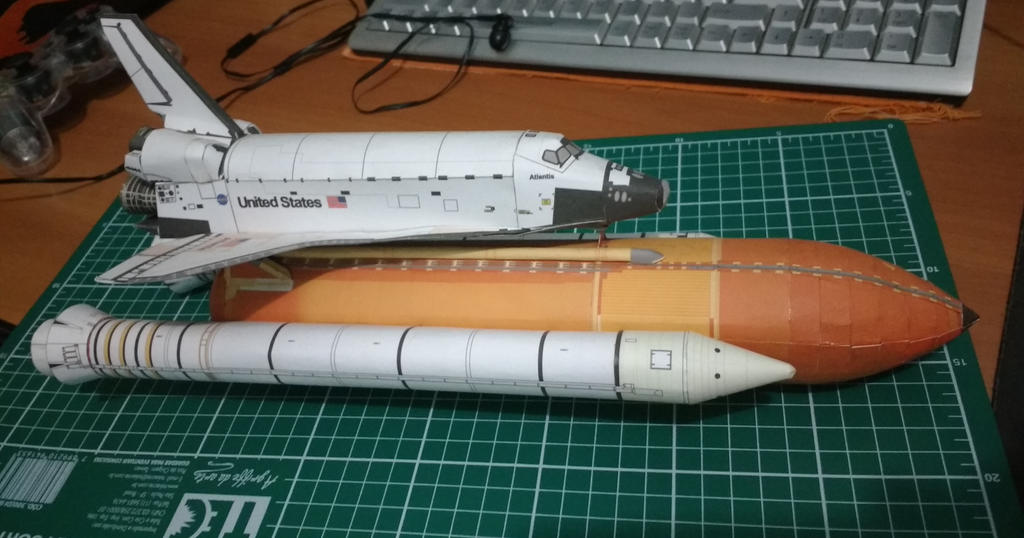 atlantis space shuttle papercraft - photo #1