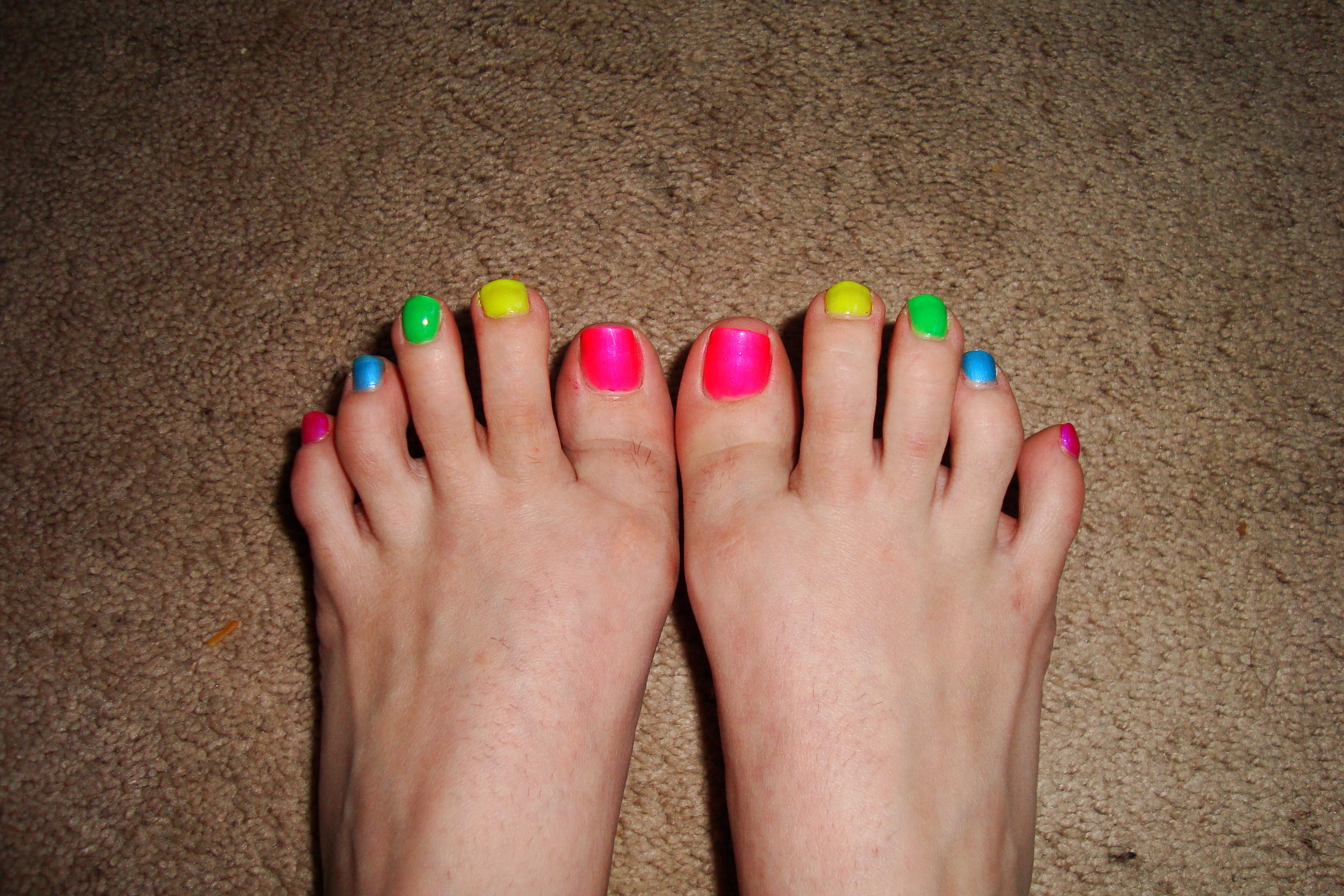 Toe Nail Designs Rainbow: Rainbow zebra toe nail art design tutorial.
