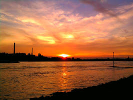 Sunset in Duesseldorf by SonjaVanessa
