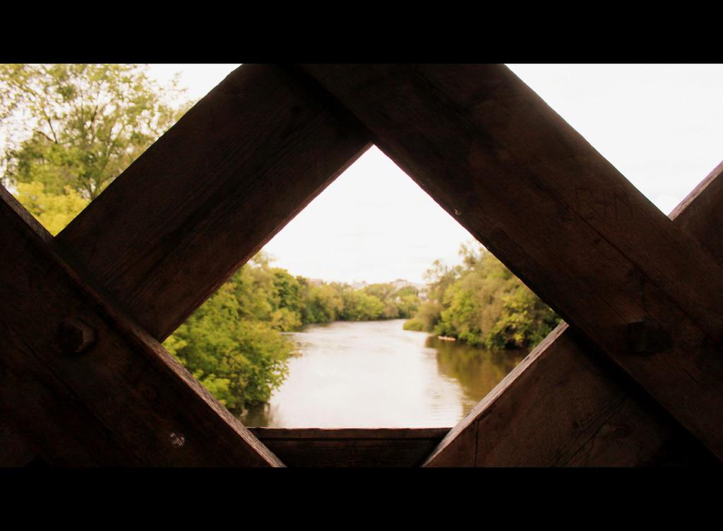 Through The Bridge by roamingtigress