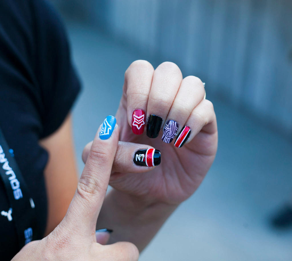 Mass Effect Manicure #2 by mistressling on DeviantArt