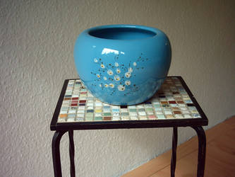 Objects (blue pot).
