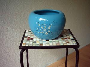 Objects (blue pot).