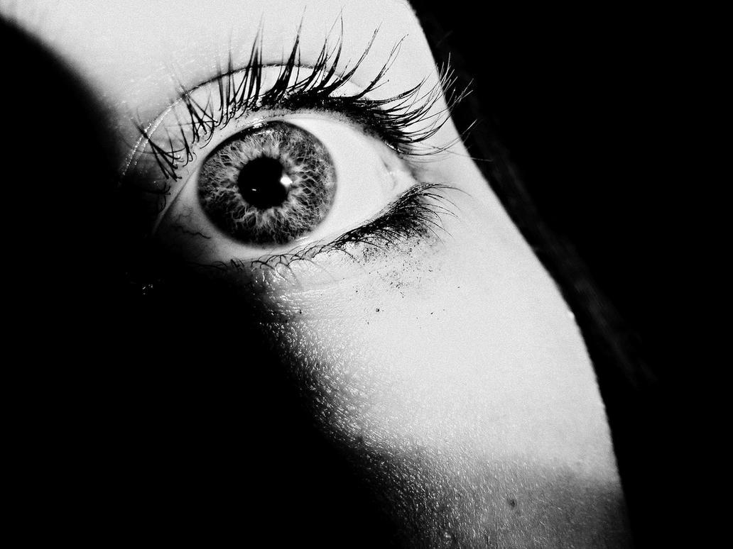 Scared eyes by Xlizziebee116