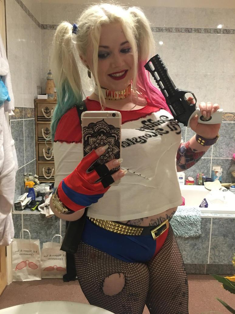Harley Quinn Selfie by PlatinumCosplay94
