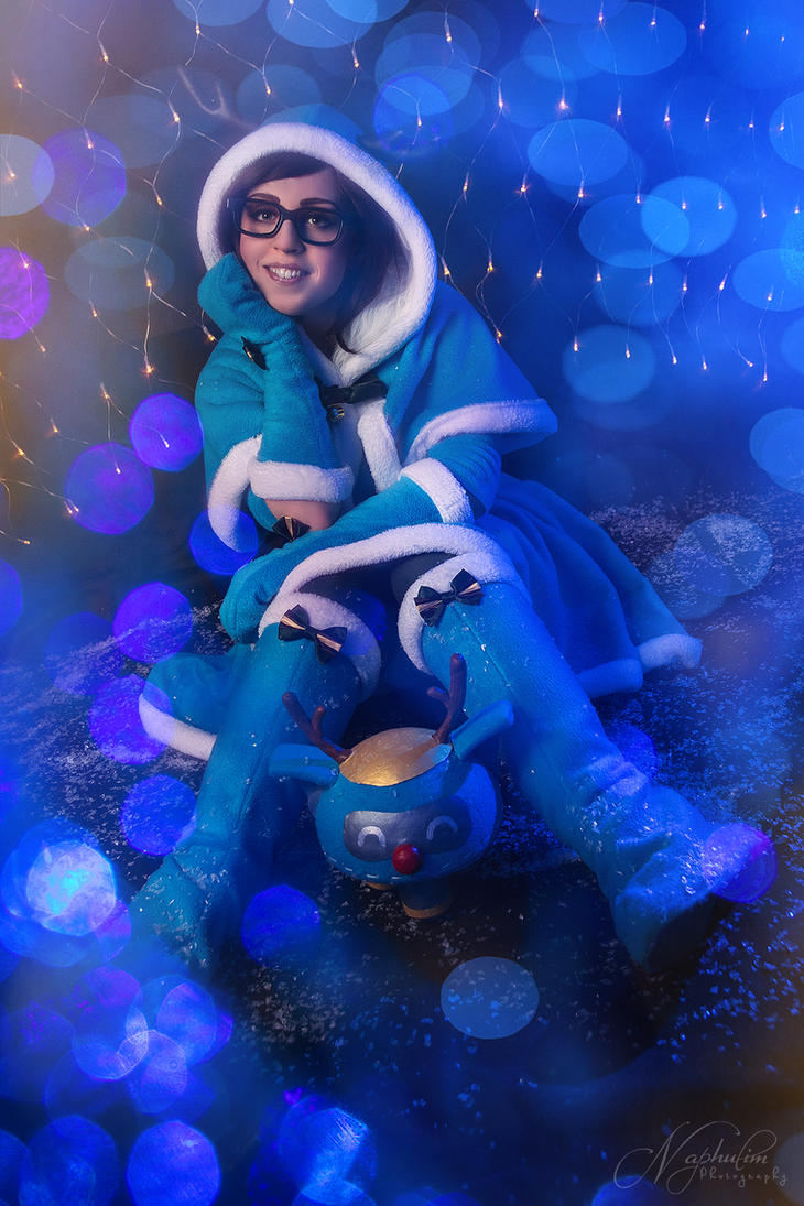Christmas Mei with Snowball - Overwatch by Beldanndy