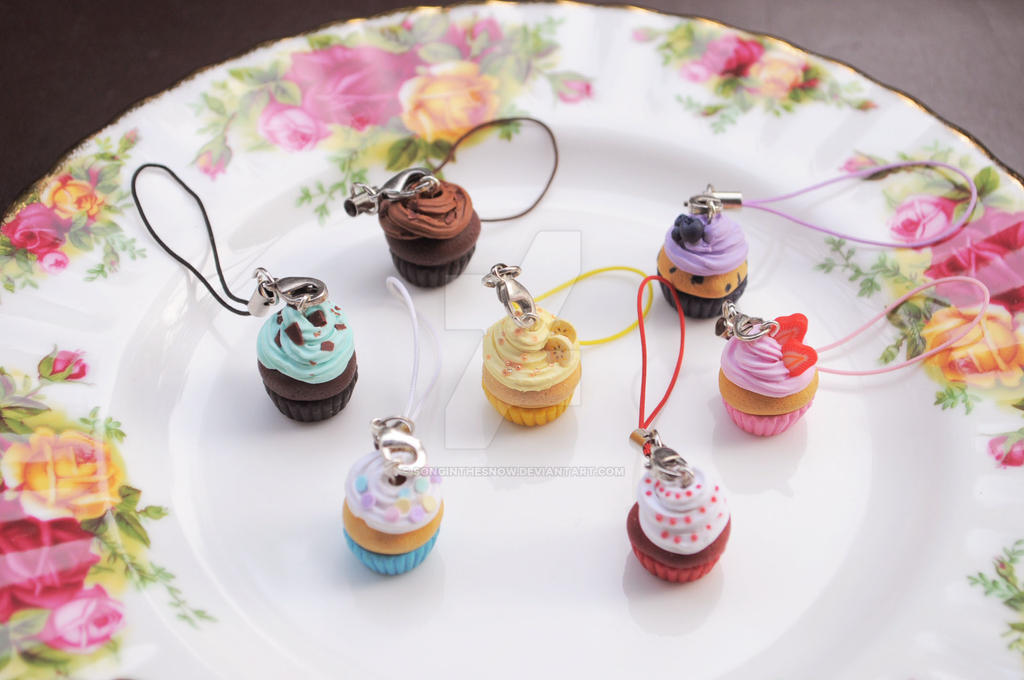 Cupcake Charms by songinthesnow
