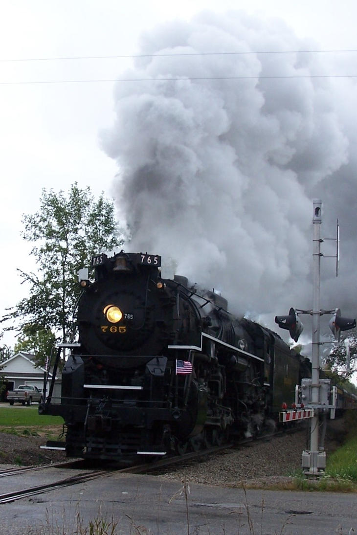 765 and crossing by Mid-MichiganRR24GP9