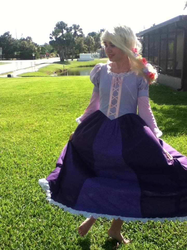 http://fc05.deviantart.net/fs70/f/2012/188/d/1/tangled_photoshoot_2__kingdom_dance_by_supereilonwypevensie-d56cvg0.jpg