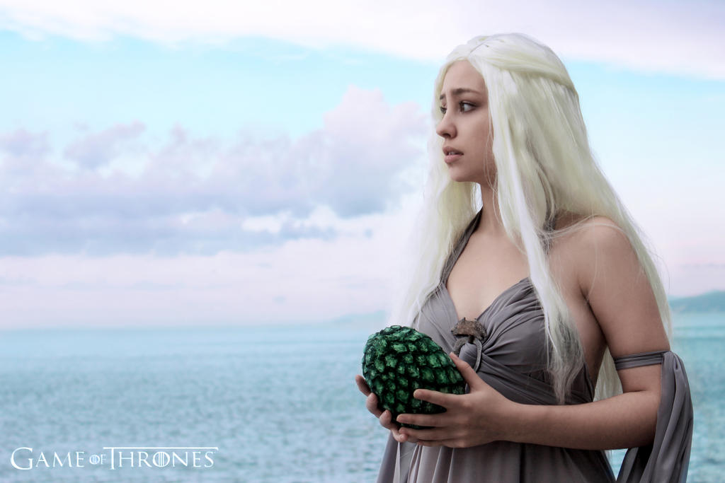 Daenerys Targaryen cosplay by AnnaStoya