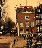 lopsided house by pauljavor