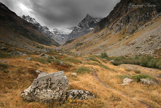 Muande Valley... by vincentfavre