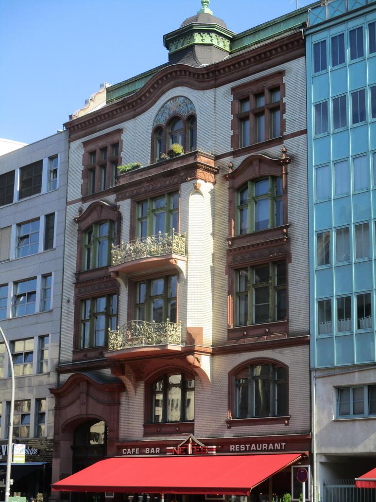 vintage facade in Potsdamer Str. by tilianus
