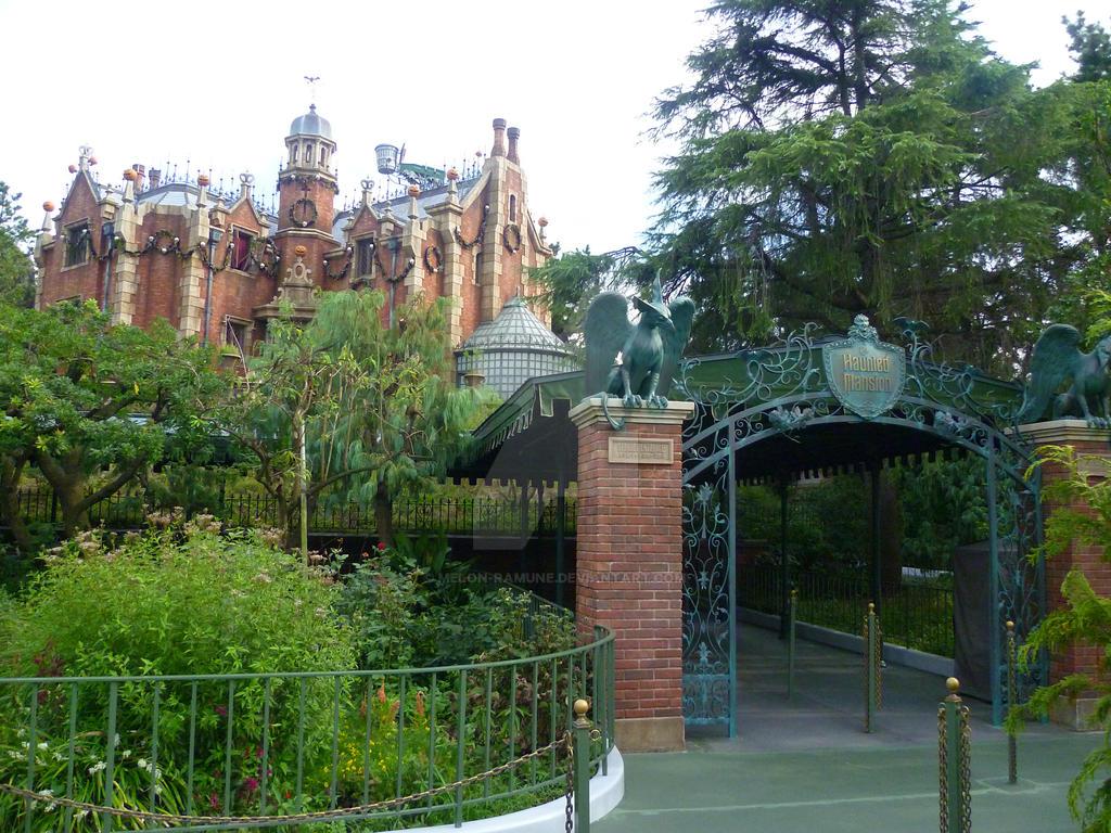 Halloween Haunted Mansion Tokyo Disneyland by melon-ramune