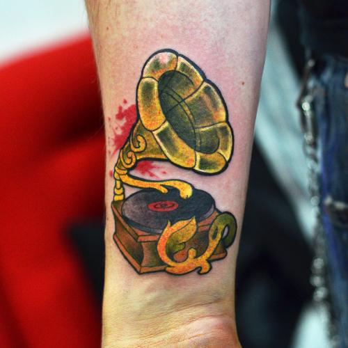 Gramophone tattoo. by cam-miyu