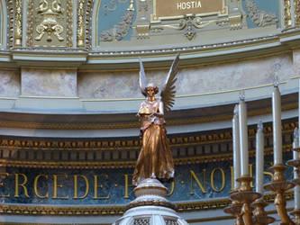 Statue inside St. Stephen's Basilica by setanta5