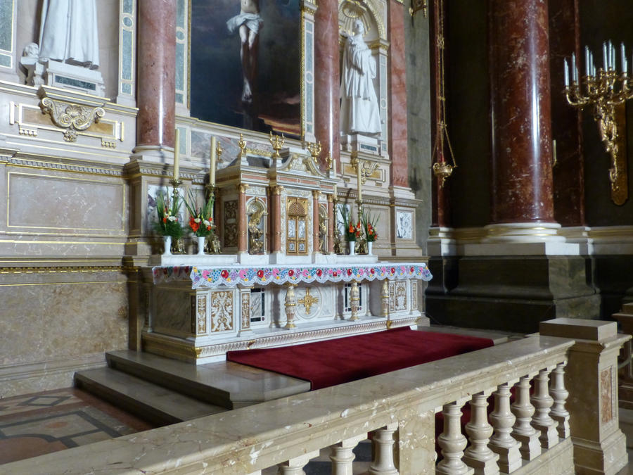 Alter in St. Stephen's Basilica by setanta5