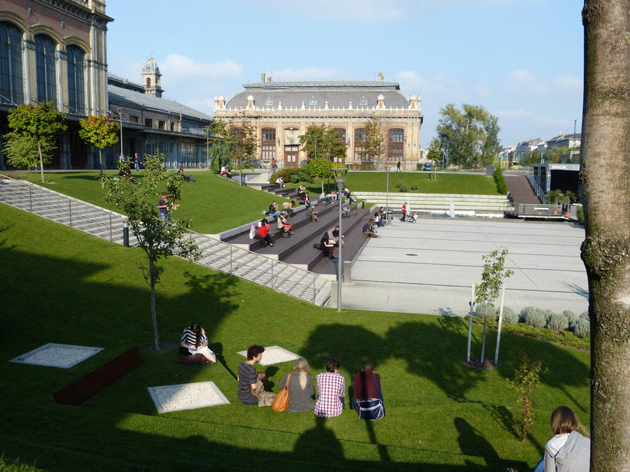 Green area beside West Railway Station II