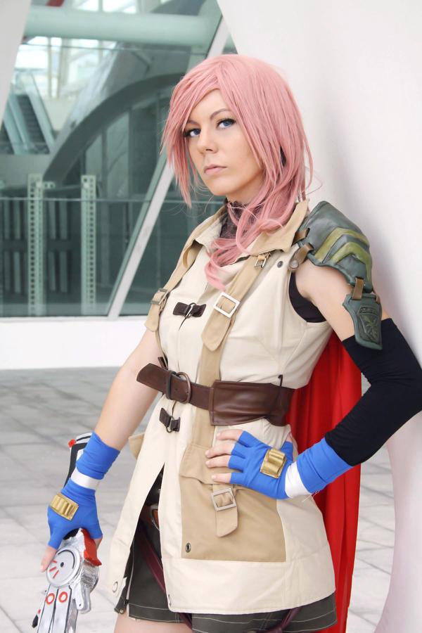 Final fantasy 13 lightning cosplay