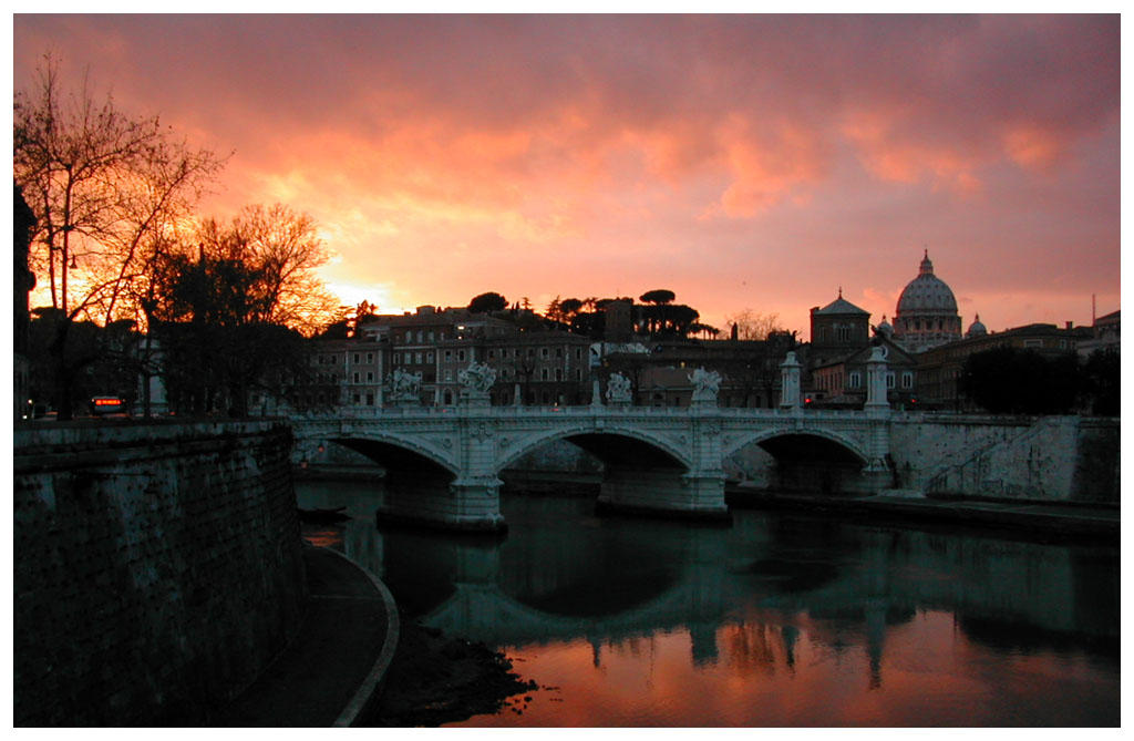 http://fc05.deviantart.com/images2/i/2004/08/9/a/sunset_on_tiber.jpg