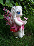 Camelia - a G4 fashion style fairy pony