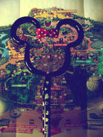 Minnie Mouse Pen by saturn-rings