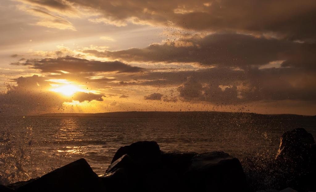 Sunday's Sea by drevan
