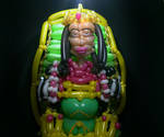 Queen Marchesa MTG balloon sculpture